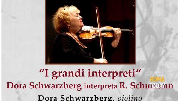 Dora Schwarzberg interpreta R. Schumann
