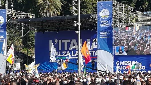 VIDEO | Matteo Salvini si prende piazza del Popolo, migliaia in ovazione per il leader della Lega