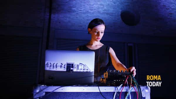 De facto: opera poetica elettronica in scena al MACRO