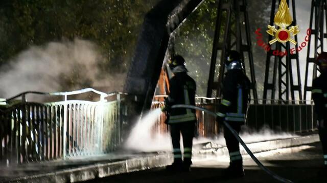 Incendio ponte di ferro   foto VVFF 3