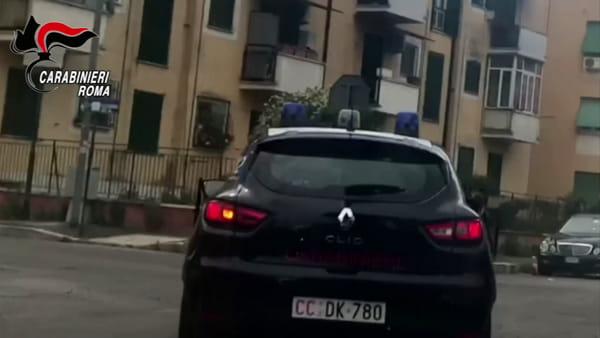 VIDEO | Un pulsante speciale per aprire un vano segreto: ecco come la droga si nasconde in auto