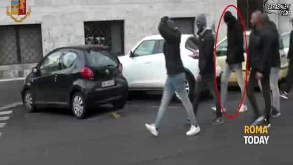 VIDEO | Carabiniere aggredito a Trastevere, le immagini che incastrano l'ultras degli Irriducibili