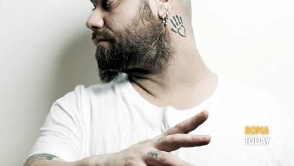 Il roots rock del cantautore ligure Zibba sul palco del Lian Club