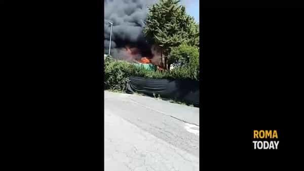 Incendio a Primavalle: fiamme nell'area dell'ex occupazione di via Cardinal Capranica