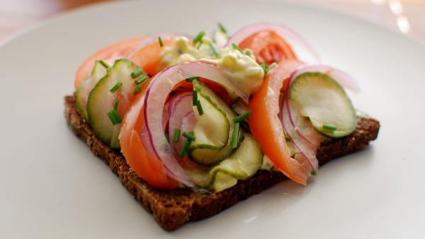 Smørrebrød tradizionali e creativi: c'è l'aperitivo danese