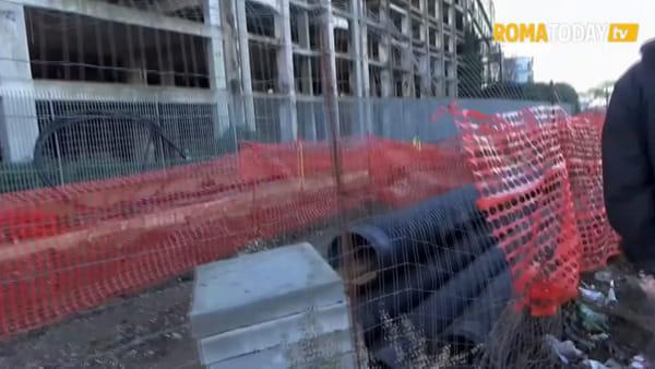 VIDEO | L'ex Penicillina si prepara allo sgombero, via i rifiuti e muri di cemento a sigillare gli accessi