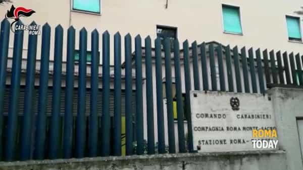 VIDEO | Auto con doppiofondo speciale, ecco dove il corriere nascondeva 60 chili di droga