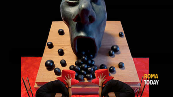 """""""The monster in the box"""" - personale Viola di Massimo"""
