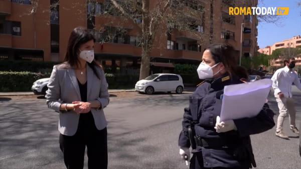 VIDEO   Coronavirus, la consegna dei buoni spesa alle famiglie di Roma