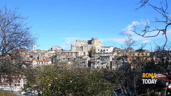 Tradizioni alle pendici del Castello tra storia e uliveti