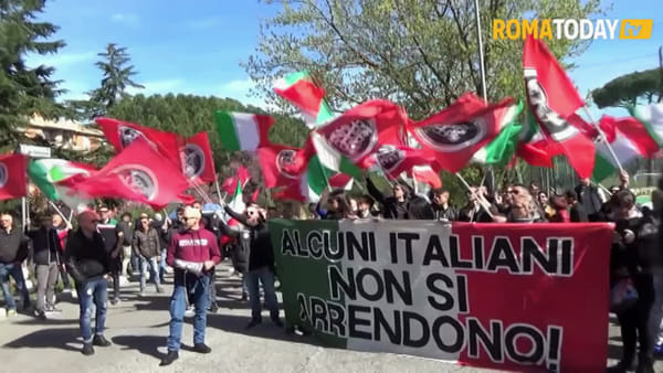 "VIDEO | La Roma antifascista sfila a Torre Maura: ""No all'odio, più investimenti per le periferie"""