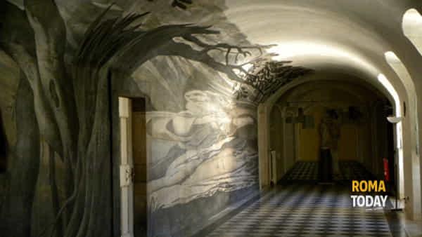 Illusioni prospettiche, anamorfosi criptiche e segreti incanti di Trinità dei Monti