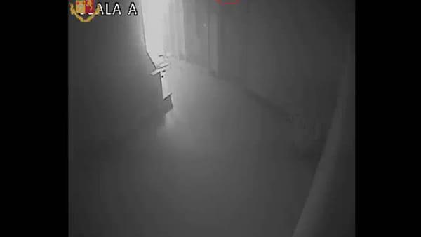 VIDEO | Brucia l'appartamento dell'ex per vendetta, le immagini del tentato omicidio