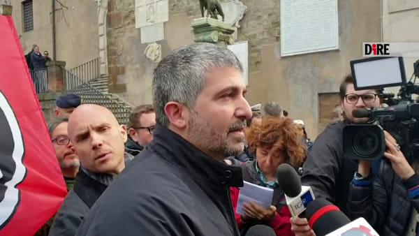 Ieri il M5s, oggi CasaPound. Le arance tornano in Campidoglio: a portarle i fascisti del terzo millennio