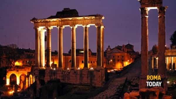 Estate Romana: La Luna sul Foro Romano