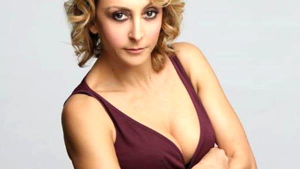 Dal vivo sono molto meglio: Paola Minacconi all'Ambra Jovinelli