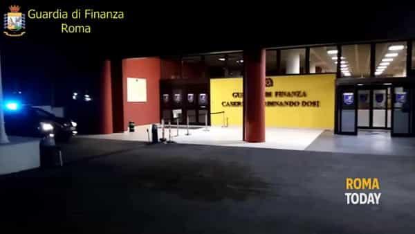 Supermarket dello 'sballo' nel circolo ricreativo, sequestrati 6 chili di droghe: le immagini del blitz