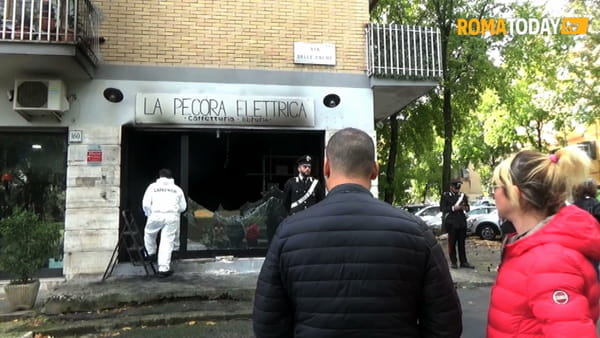 VIDEO | La Pecora Elettrica ancora a fuoco: nuovo incendio a 24 ore dalla riapertura