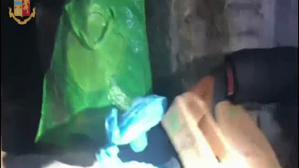 VIDEO | Cimitero del Verano: un chilo di cocaina al posto del caro estinto