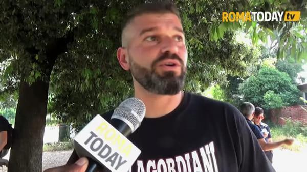 VIDEO | Villa Gordiani, operai al lavoro per smantellare il campo di calcio: la protesta dei residenti