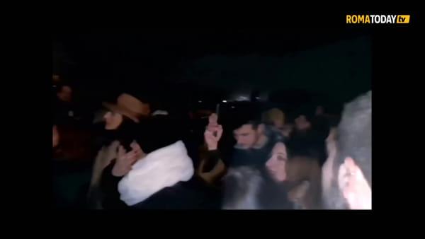 VIDEO | Cantata anarchica al Pincio per Fabrizio De Andrè nel giorno della sua scomparsa