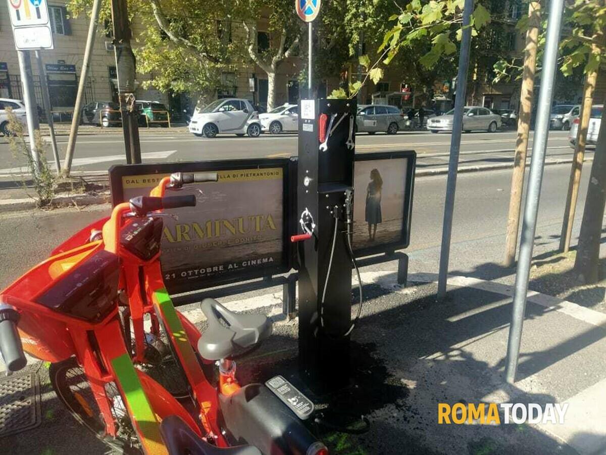 Via Nomentana, attivata la colonna-officina per manutenzione fai da te delle bici