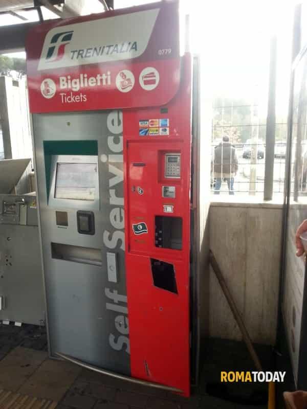 Il racket delle biglietterie automatiche a Termini: multa e Daspo Urbano per 4 persone