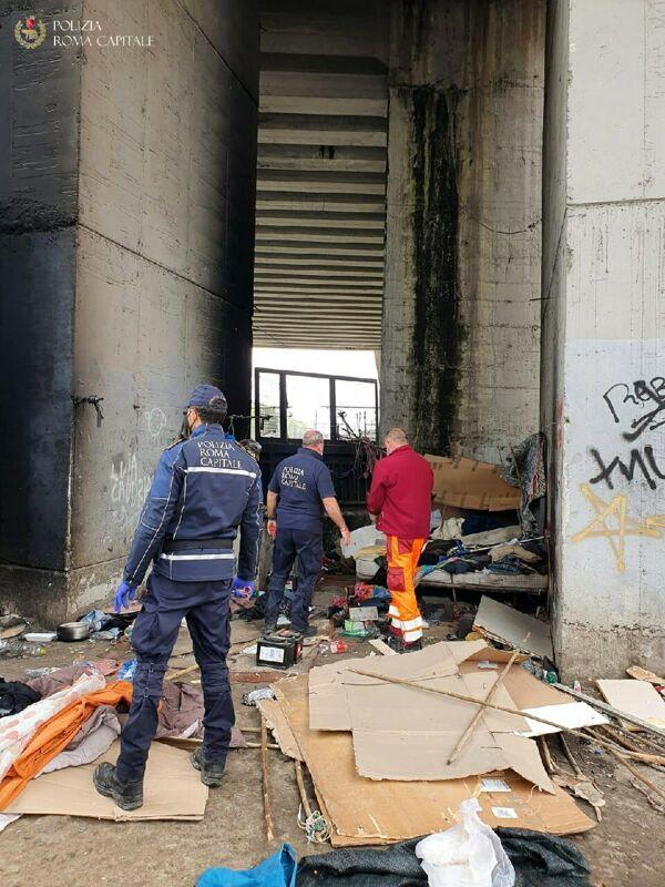 Insediamento abusivo sotto al Ponte delle Valli, al via la bonifica