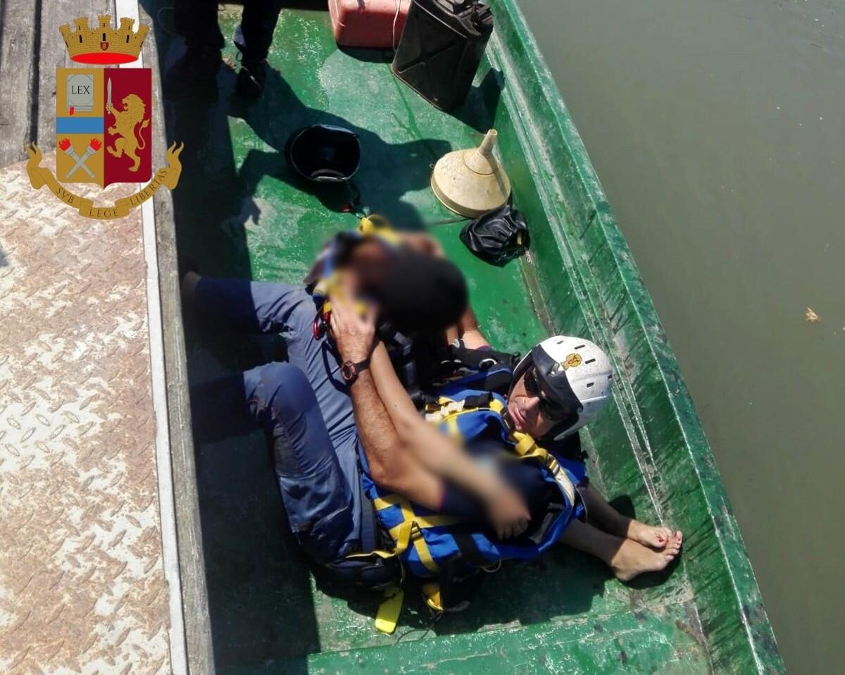 Ponte Marconi, cade nel Tevere: recuperata nel fiume e salvata