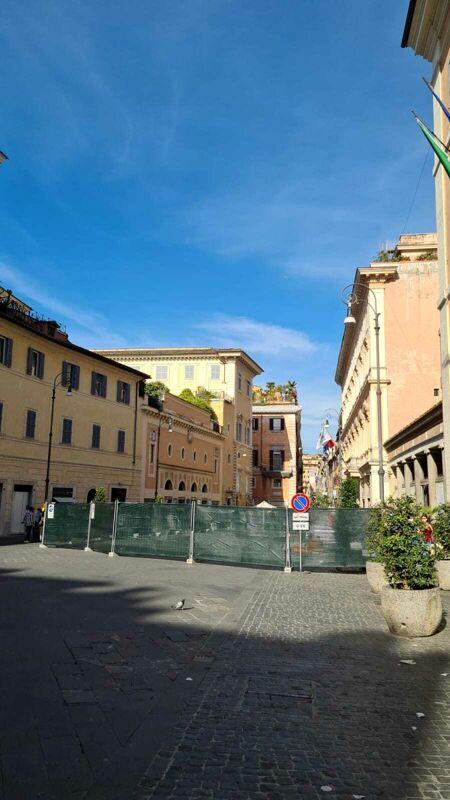 San Lorenzo in Lucina, commercianti sul piede di guerra per il nuovo cantiere. Diffidata la sindaca Raggi