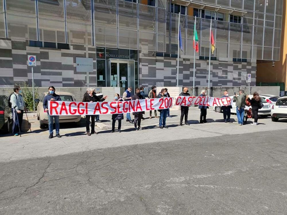 Emergenza abitativa, flashmob del Pd davanti all'assessorato: