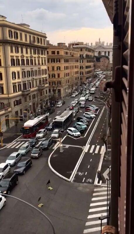 """Viabilità San Giovanni, le modifiche promesse da Raggi non si vedono: """"Il cantiere va fermato"""""""