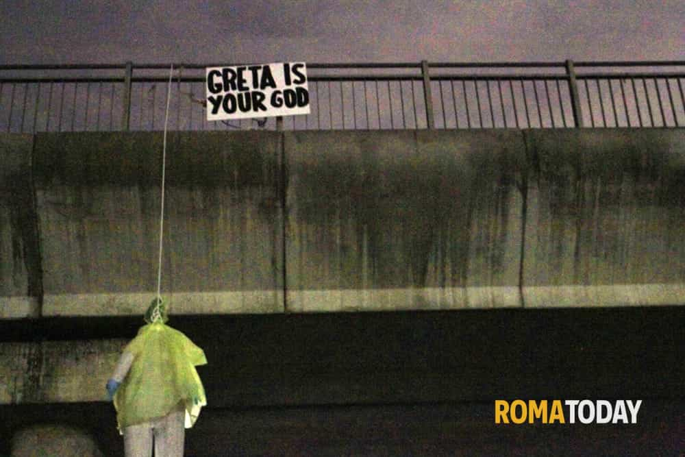 Manichino Greta ponte via Isacco Newton 1-2