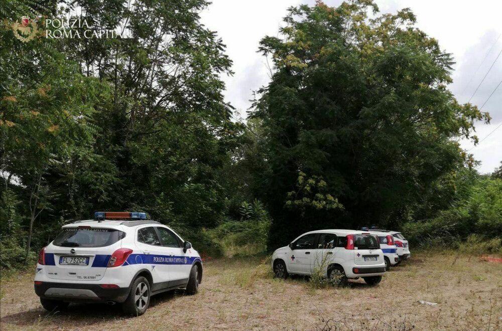 Il campo da rugby abusivo su un'area vincolata: la scoperta della polizia locale