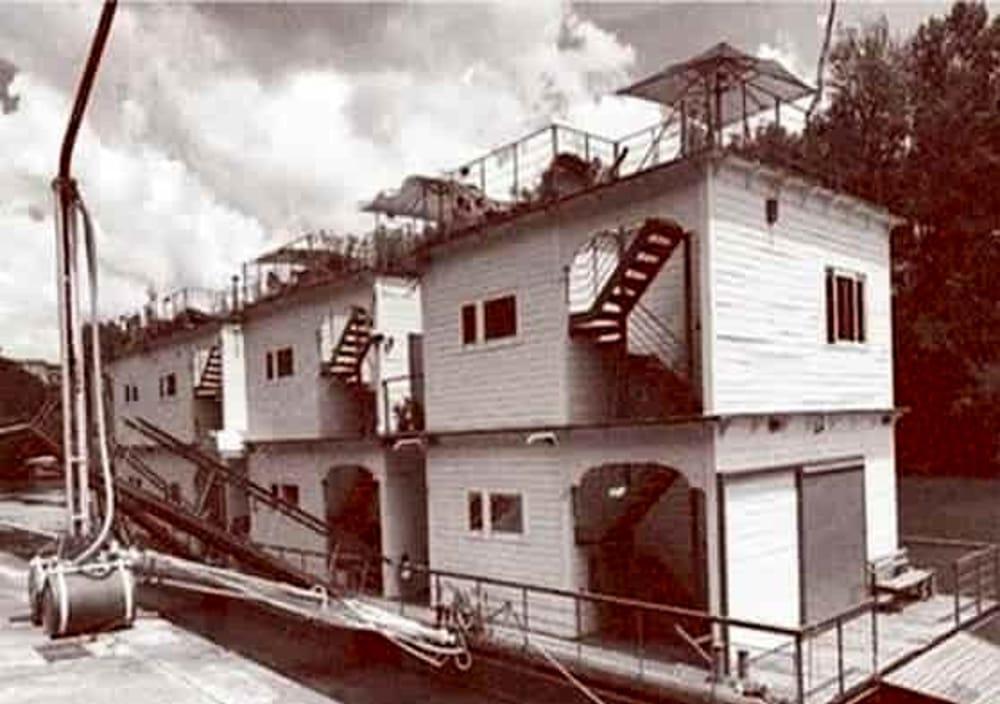 Bateau Tiberis, collettiva d'arte