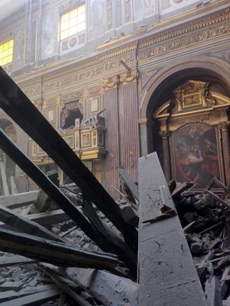 crollo chiesa interna