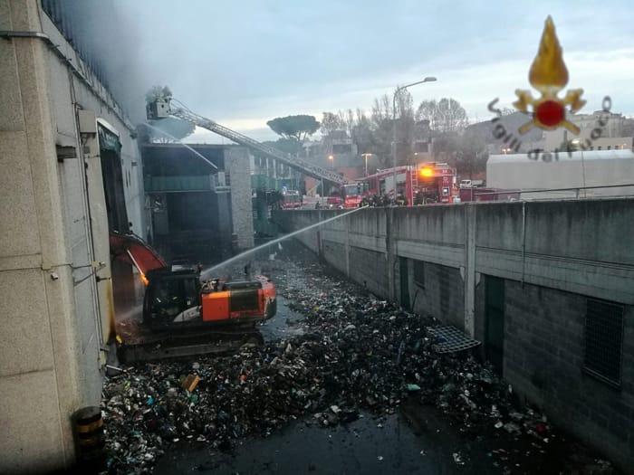 Incendio TMB via Salaria 1